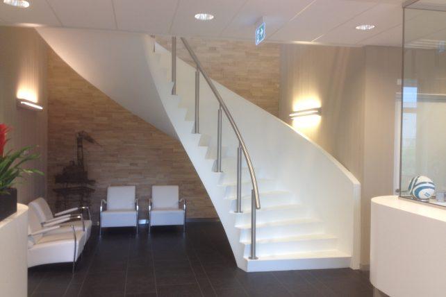 Draaitrap nieuwbouw kantoor Hendrik-Ido-Ambacht